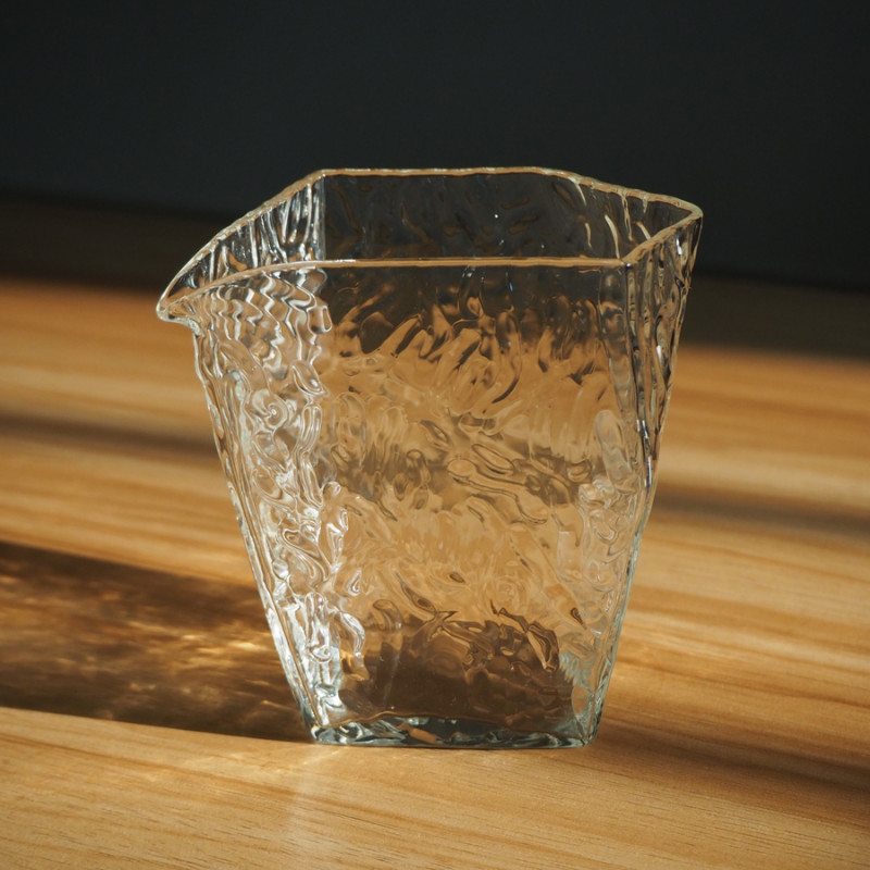 Чахай (гундаобэй) ассиметричной формы из стекла, объем 260 мл