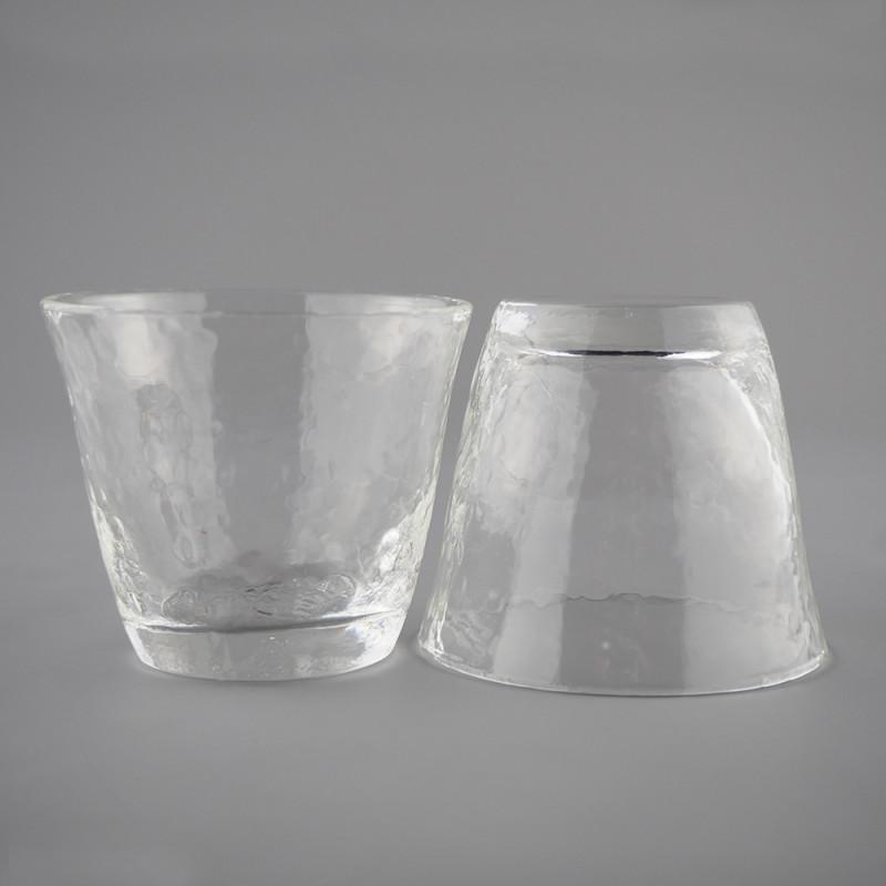 Две пиалы для чая из рельефного стекла